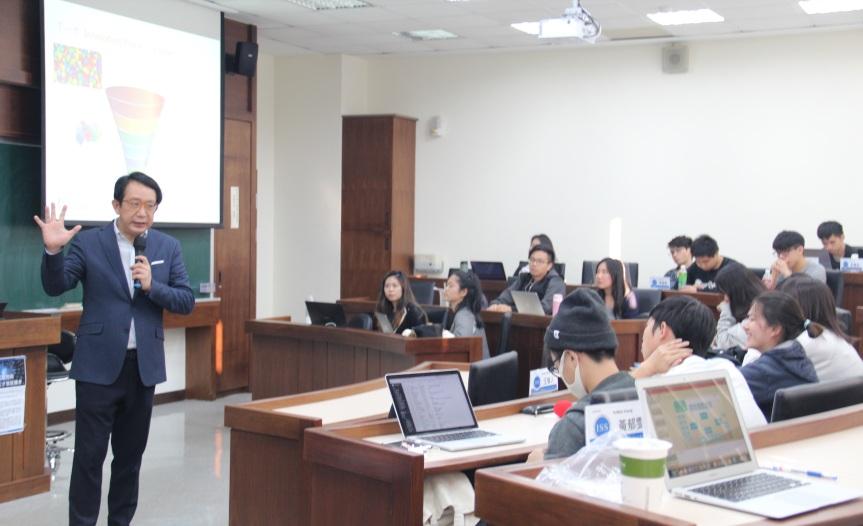 手勢_合照_清華服務科學所_20171101
